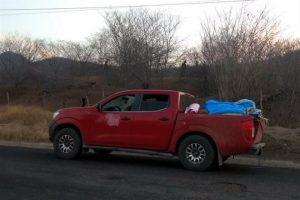 Hallan 12 cuerpos en camioneta en Michoacán