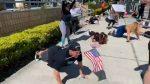 Manifestación fitness; en Florida exigen abrir gimnasios haciendo lagartijas