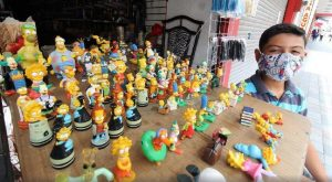 Niño tampiqueño vende su colección de 'Los Simpson' para ayudar a su familia
