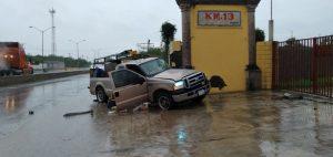 Paisano sufre fuerte accidente en carretera nacional