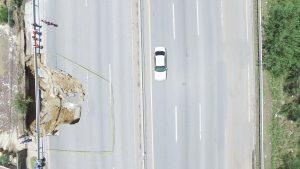 Cierran tramo de Carretera al Aeropuerto por peligroso derrumbe