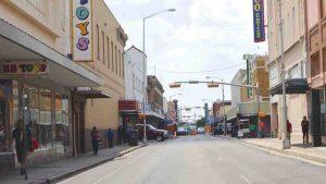 Sin luz 2 mil 200 hogares en Laredo