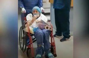 VIDEO: Abuelita de 90 años se recupera de COVID-19 en Veracruz
