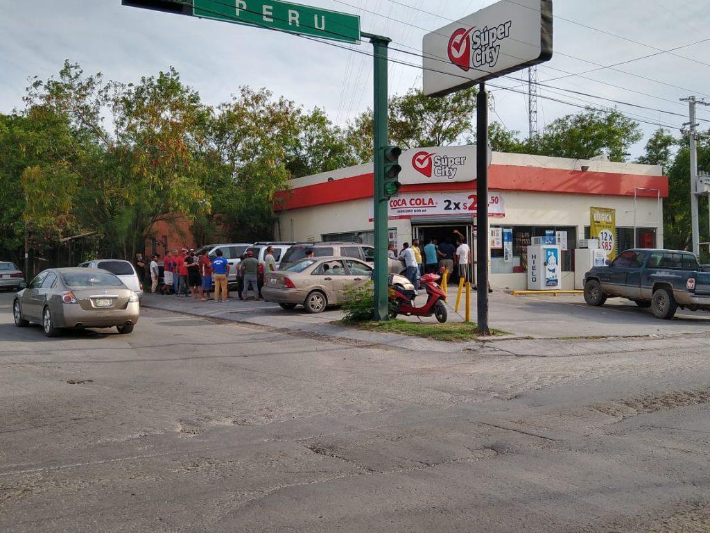 Llega cerveza y se hacen filas enormes en Nuevo Laredo