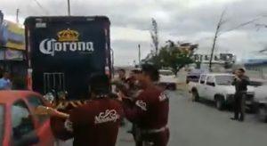 VIRAL: Reciben camión de cerveza con mariachi en Coahuila