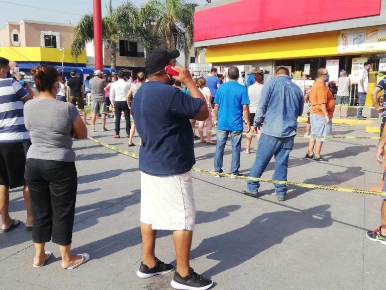 Largas filas se hicieron en Nuevo León para comprar cerveza