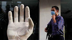 Investigadores creen que tamaño del dedo anular en los hombres influye en muertes por Covid-19