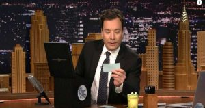 Piden cancelar The Tonight Show por parodia racista de Jimmy Fallon