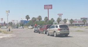VIDEO: Largas filas por el día de la hamburguesa en Nuevo Laredo