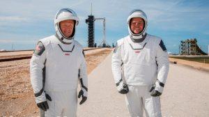 ¿Quién es el diseñador mexicano que creo los trajes para la misión de SpaceX?