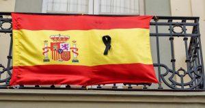 España inicia luto por muertes de covid-19