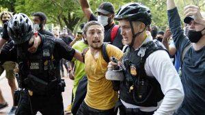 """Trump soltaría policías con """"perros feroces"""" para atacar a manifestantes"""
