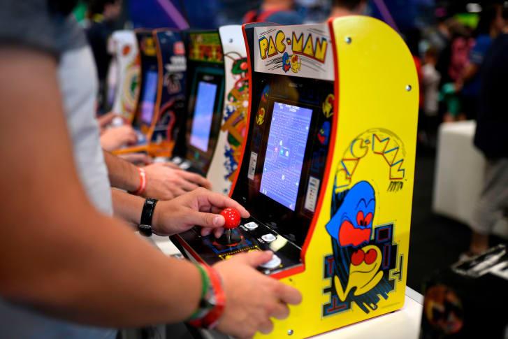 Pac-Man cumple 40 años. El videojuego arcade clásico Pac-Man, cumple este viernes 40 años desde que lo lanzó en Japón el estudio Namco