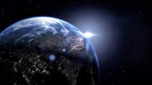 Campo magnético de la Tierra se debilita; polos podrían invertirse