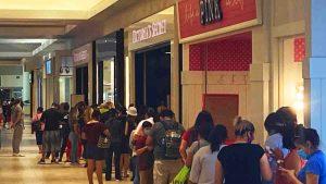 Largas filas en Victoria's Secret en el Mall del Norte en Laredo Texas
