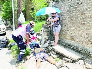 Cae hombre fulminado de un paro cardiaco en plena calle
