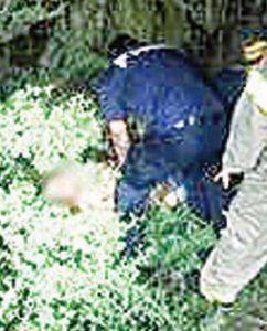 Rescata a un hombre expulsado de pick up