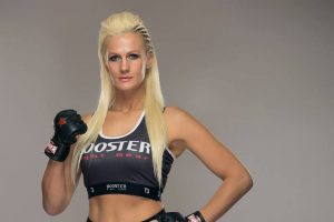 Ex peleadora de UFC cierra gimnasio por pandemia y ahora vende sus packs