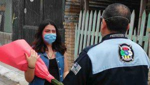 Bomberos celebran a quinceañera en Nuevo Laredo con desfile VIDEO