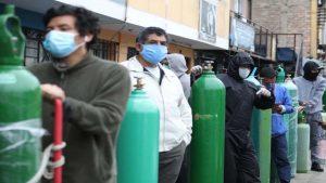 Largas filas y desesperación para comprar oxígeno; hospitales afrontan escasez
