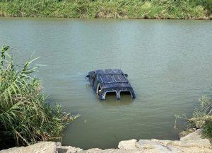 Le encuentran droga y se lanza con todo y camioneta al río Bravo