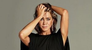 Jennifer Aniston se desnuda para recaudar fondos contra el coronavirus