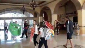 Los Cabos reciben con baile y mariachi a los primeros turistas tras la cuarentena