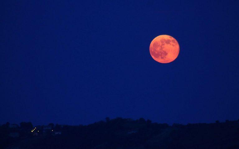 Luna de Fresa: ¿Cómo afecta el eclipse mi signo zodiacal?