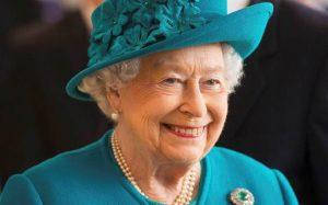 Impacta Reina Isabel a caballo ¡con 94 años!