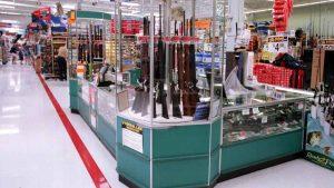 Walmart retira armas de fuego en algunas tiendas mientras sigan protestas