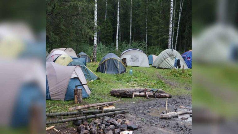 82 niños y empleados contagiados de Covid-19 en campamento