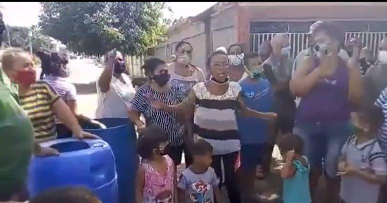 Venezuela pasa por una nueva crisis, ahora se trata de una escasez de agua muy aguda en todo el país. La población hace lo que puede