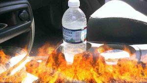 Olvidar una botella de agua dentro de tu carro puede provocar un incendio