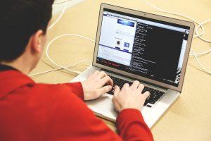 ¡Tiene 17 años! Acusan a menor de hackear a Bill Gates y Obama
