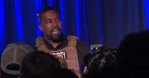 Kanye West genera mucha polémica en primer acto de campaña electoral