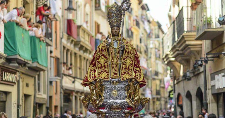 ¿Haz escuchado de San Fermín? Este 7 de julio se celebra a este santo. En Pamplona, regularmente se hacen encierros con toros