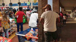 Medida sanitaria abarrotó supermercados este viernes en Nuevo Laredo