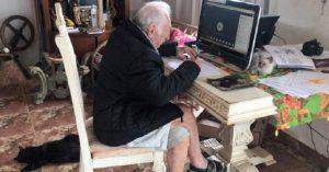 Abuelo de 92 años estudia la universidad en línea para ser arquitecto