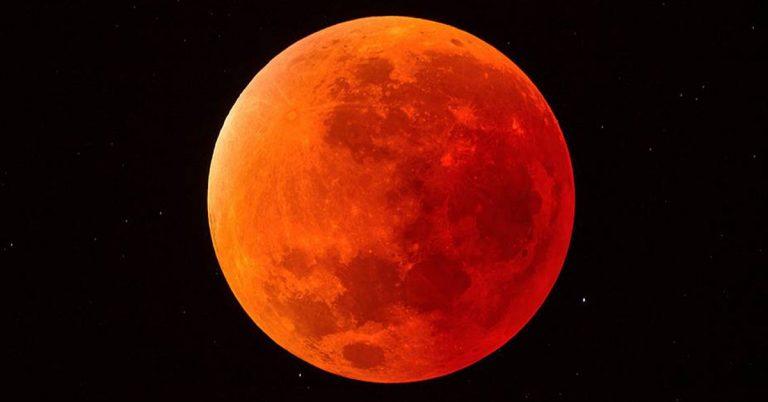 Eclipse lunar desde el espacio