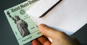 ¿Por qué el IRS enviará dinero extra a millones de estadounidenses?