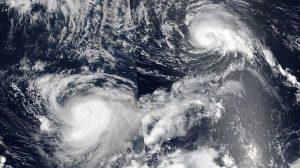 """¿Pueden dos huracanes juntarse en una monstruosa """"megatormenta""""?"""