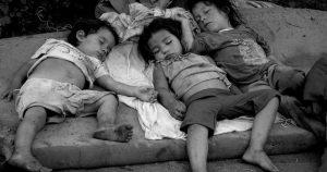 Madre quiso abandonar a sus hijos por no tener para darles de comer