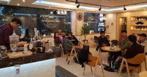 Mujer con covid-19 contagió a 50 personas en una cafetería