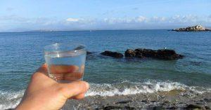 Científicos convierten agua de mar en potable