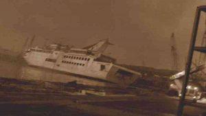 Crucero se hunde tras las explosiones en Beirut y deja varios muertos