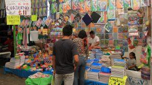 Caen ventas de útiles escolares tras regreso a clases en línea