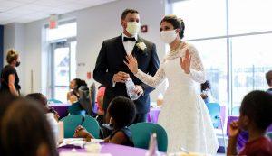 Cancelaron su boda por la pandemia y esto es lo que hicieron con su banquete