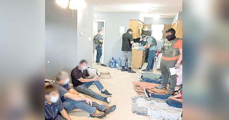 detectan en casas a 77 indocumentados