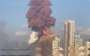 Humo rojo de explosión en Beirut se extiende por varios kilómetros