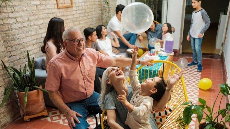 Reuniones familiares han disparado contagios.
